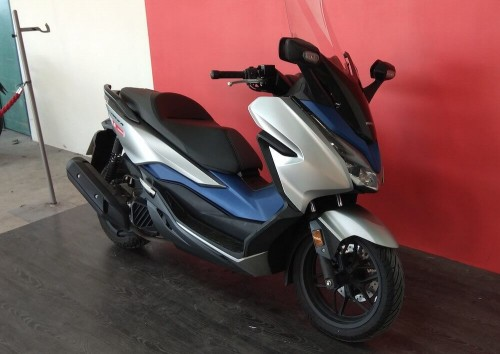 Location scooter Rennes Honda Forza 125