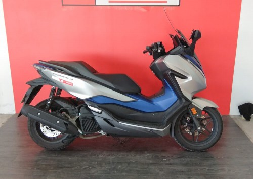 location scooter Rennes Honda Forza 125 9060