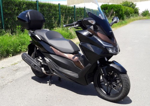 Location scooter Saint Malo Honda 125 Forza 6