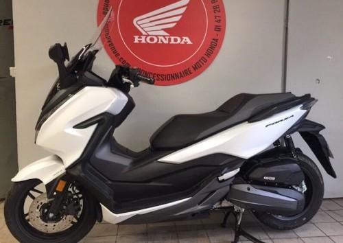 location scooter Villejuif Honda Forza 125 7785
