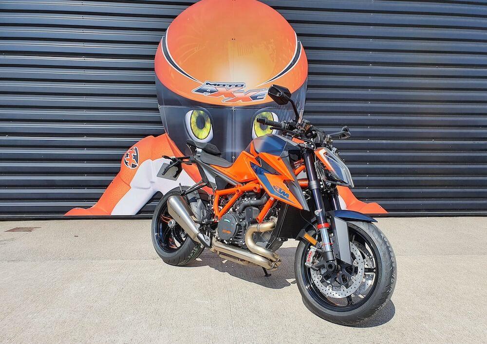 Le Mans KTM 1290 Super Duke R motorcycle rental 16077