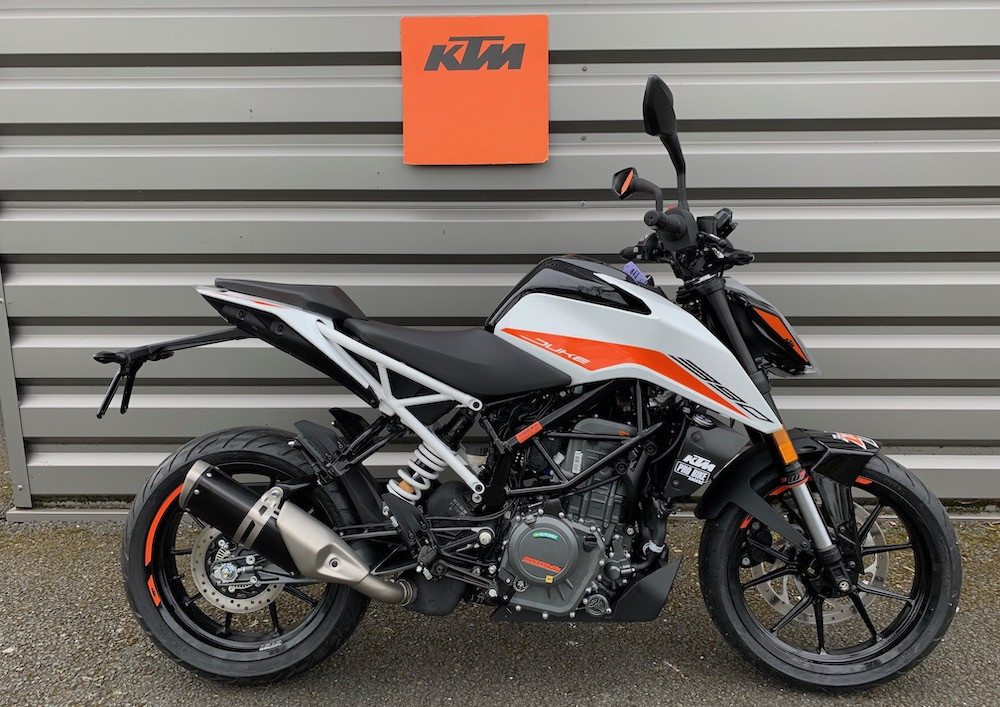Angers Ktm 390 Duke motorcycle rental 15574