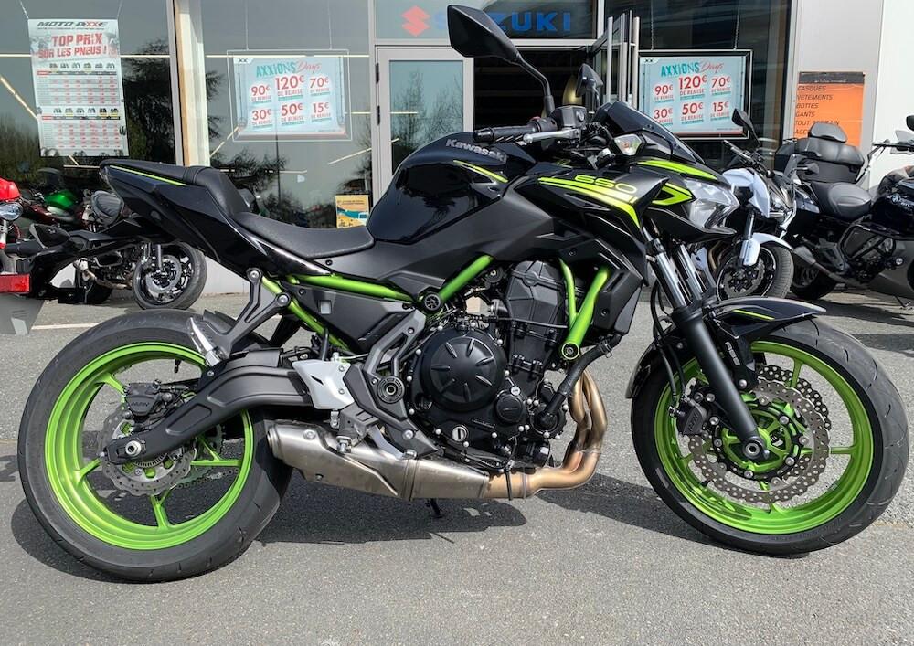 Cholet Kawasaki Z 650 motorcycle rental 14606
