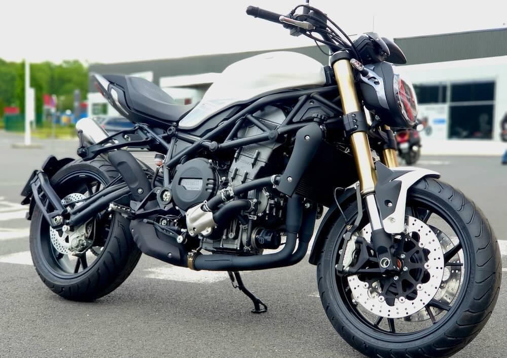 Saint-Maximin Benelli 752 S Full motorcycle rental 14343