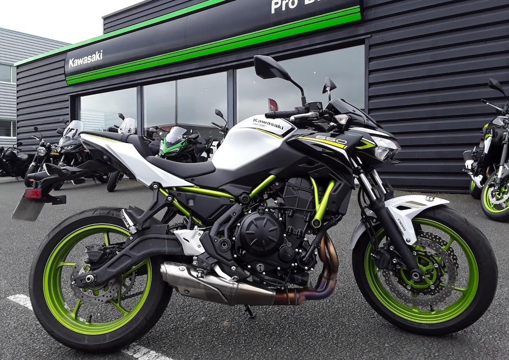 Angers Kawasaki Z 650 A2 motorcycle rental 15629