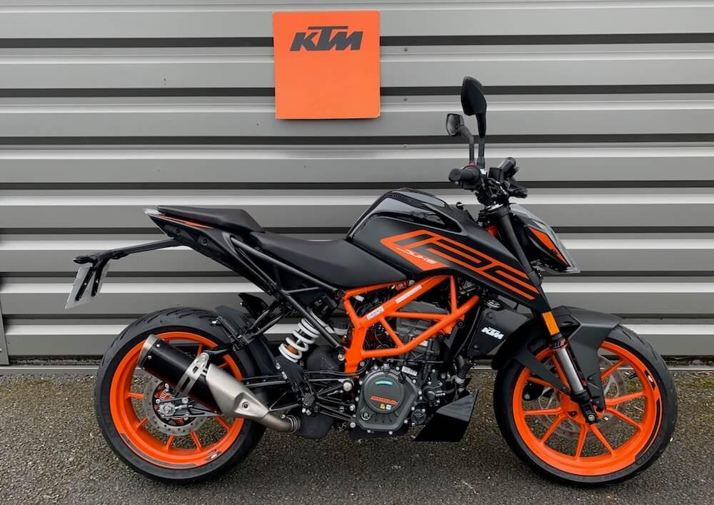 Angers KTM 125 Duke motorcycle rental 15618