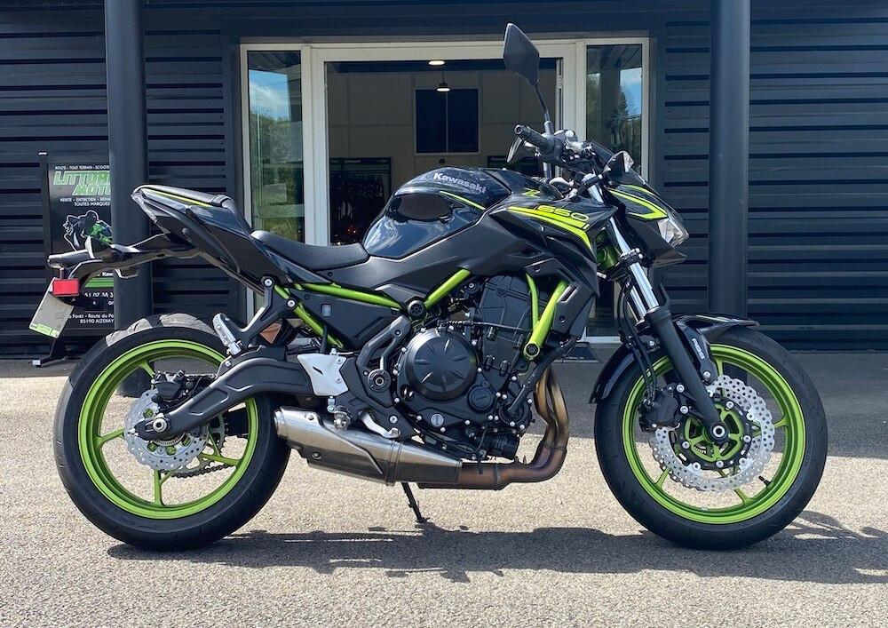 Aizenay Kawasaki Versys 650 A2 motorcycle rental 13226