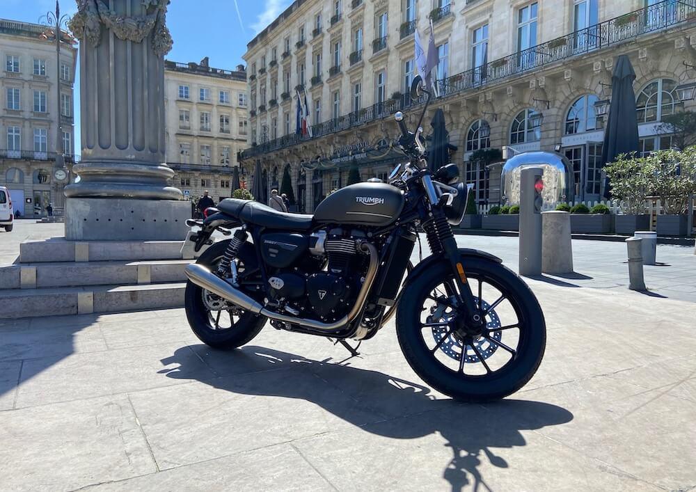 Bordeaux Triumph Street Twin 900 A2 motorcycle rental 13768