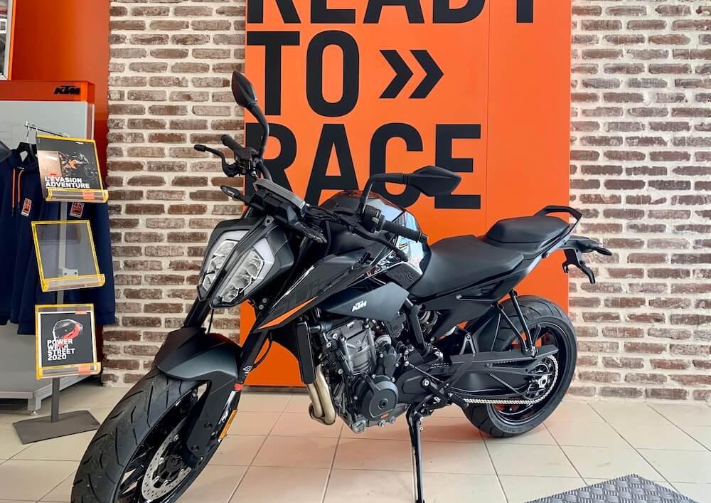 Les Sables d'Olonne Ktm 890 Duke L A2 motorcycle rental 15018