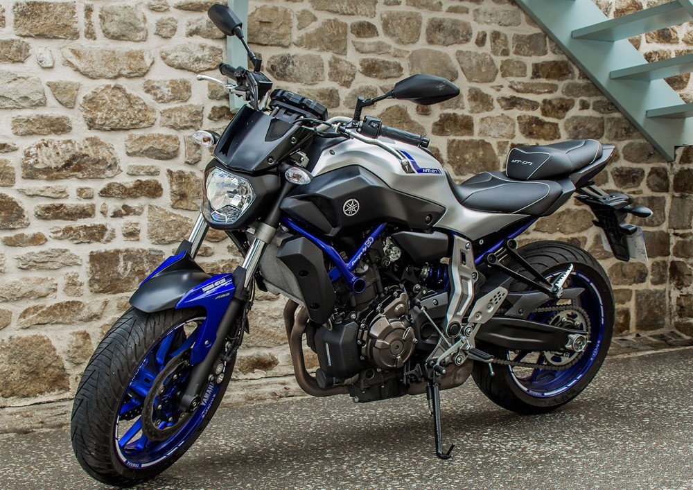 Rent yamaha mt07 abs vannes easy renter for Yamaha motorcycle store near me