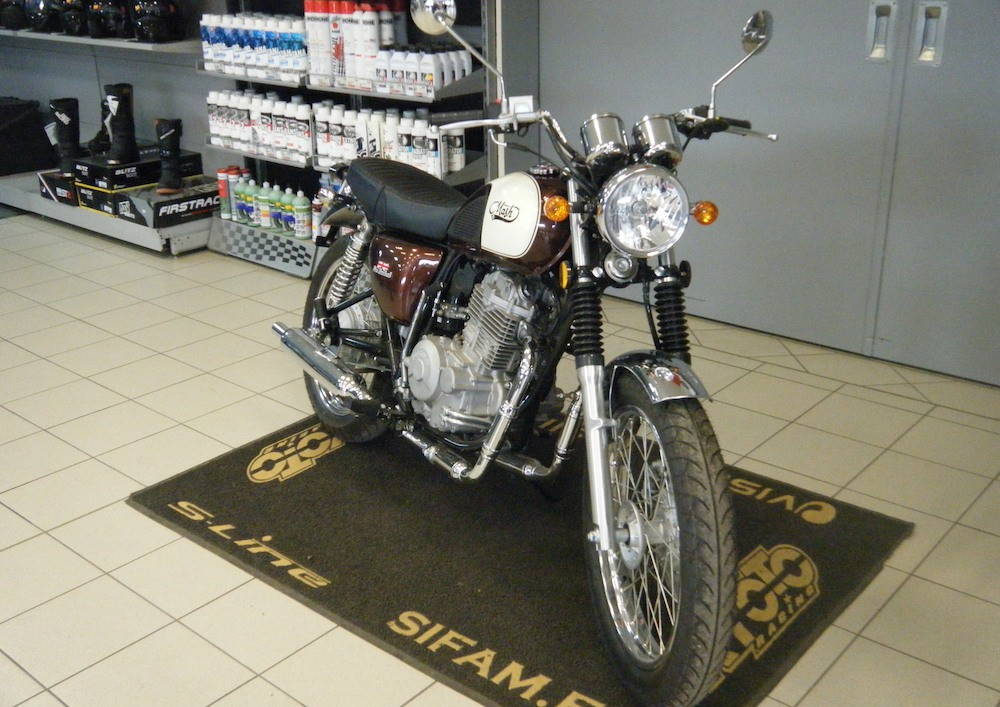 location moto bourges Royal Enfield Himalayan 410 1