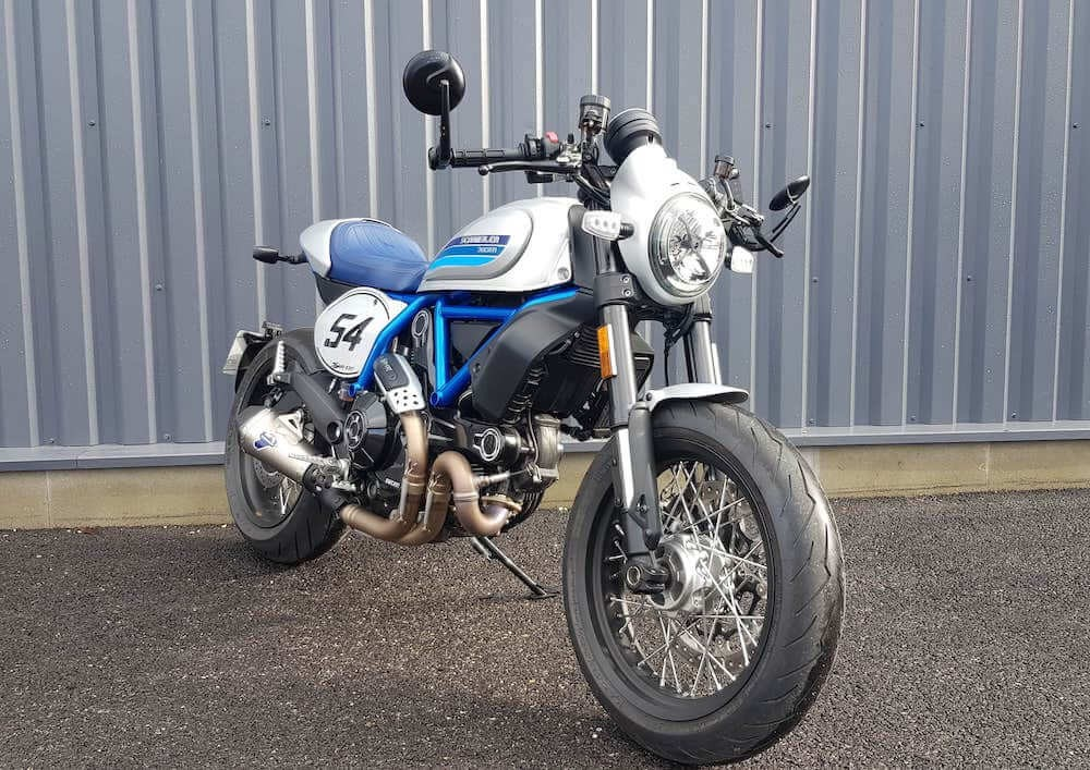 Location moto Laval Ducati 400 Scrambler 1