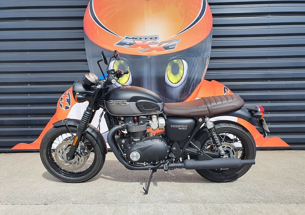 Le Mans Triumph Bonneville T120 motorcycle rental 15990