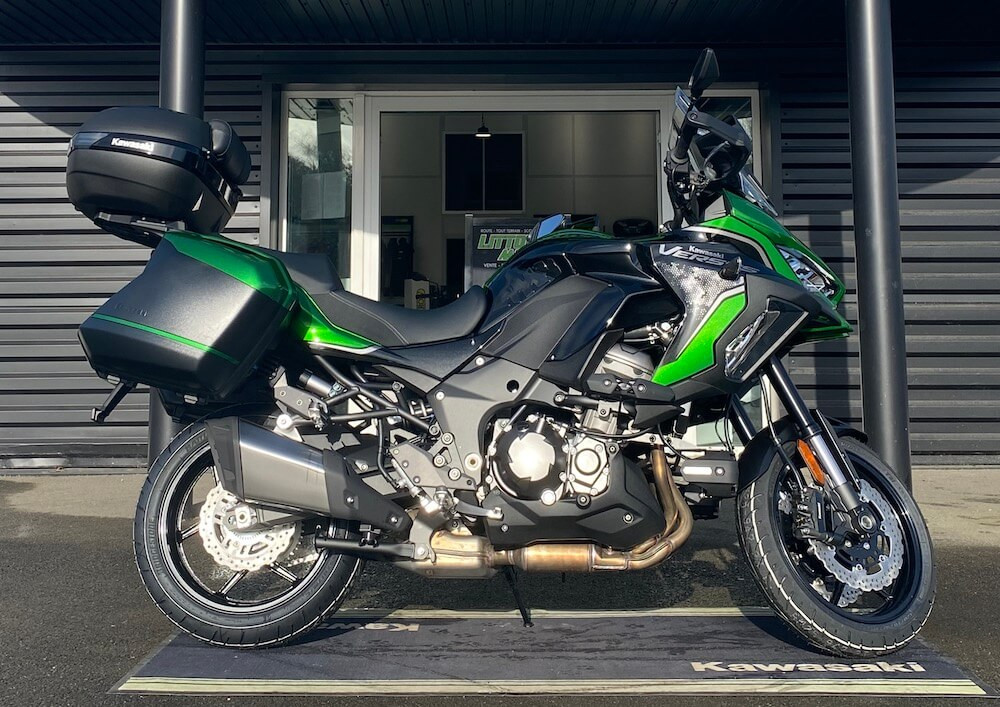 Aizenay Kawasaki Versys 1000 motorcycle rental 13240