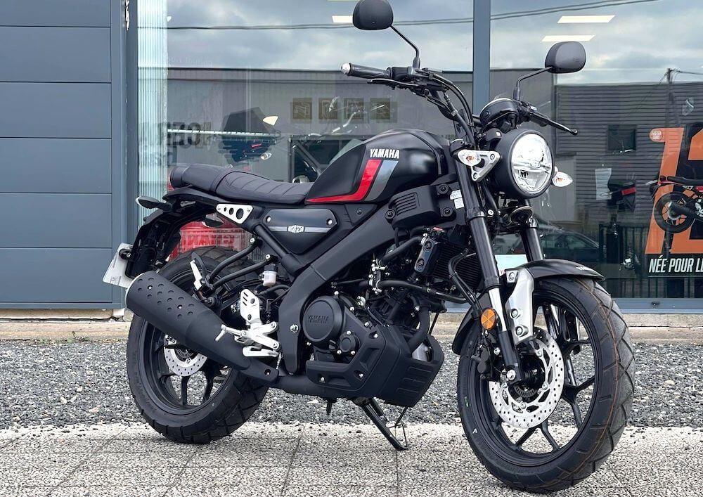 Châteauroux Yamaha XSR 125 motorcycle rental 15827