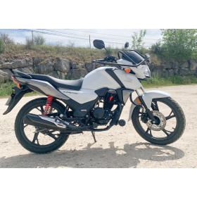motorcycle rental Honda CB 125 F