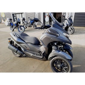 motorcycle rental Yamaha Tricity 300