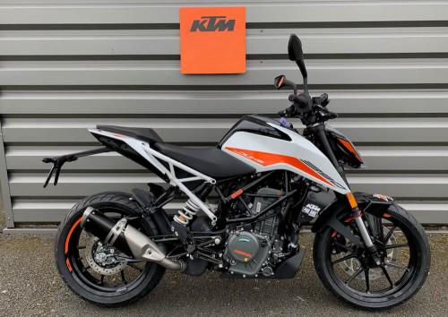 Angers KTM 390 Duke motorcycle rental 14843