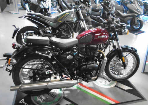 Rodez Benelli 400 Imperiale motorcycle rental 14778