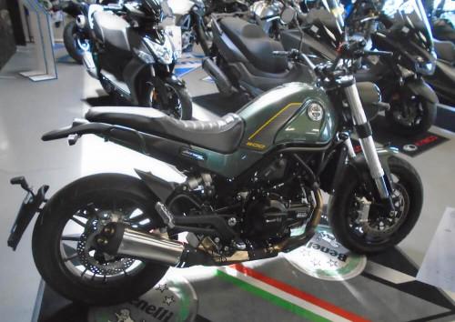 Rodez Benelli Leoncino 500 motorcycle rental 14772