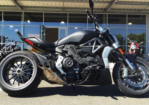 Location moto La Rochelle Ducati X Diavel 1