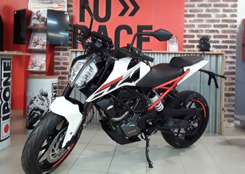Location moto Lessay KTM Duke 7