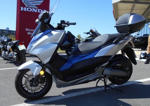 Location moto La Rochelle Honda 125 Forza 4