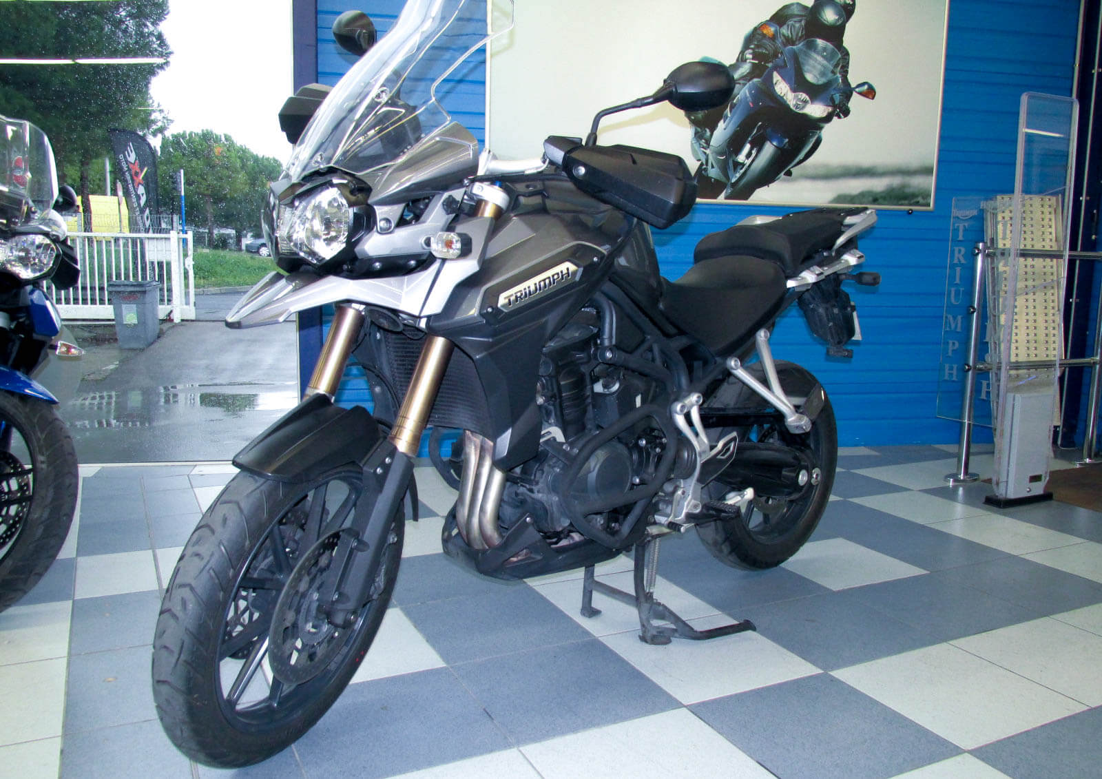 location triumph tiger 1200 explorer easy renter. Black Bedroom Furniture Sets. Home Design Ideas